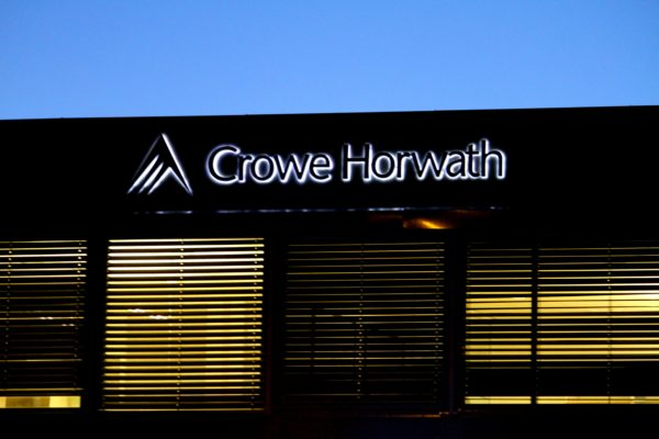 Lysskilt til Crowe Horwath